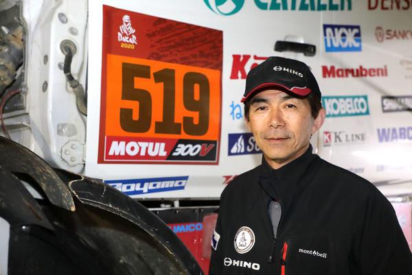 0B5A7546 賞典外となりカーナンバーのベースがオレンジに変わった2号車と塙ドライバー.jpg